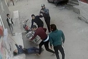 متهمان يهشمون ةرأس طفل أمام والده من أجل سرقة 100 منه