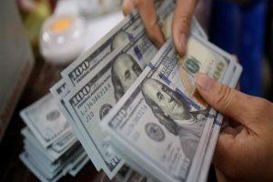 الدولار يتراجع مع نهاية تعاملات اليوم.. في 7 بنوك