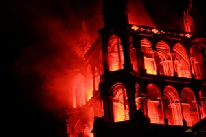 تعليقًا على حريق كاتدرائية نوتردام.. أقباط من أجل الوطن: أوجع قلوبنا