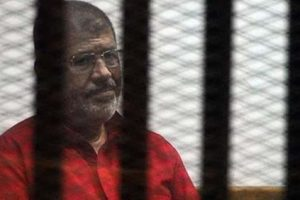 وفاة الرئيس السابق محمد مرسي بعد إصابته بإغماء أثناء جلسة محاكمته بـ قضية التخابر