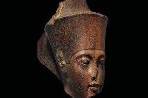 بعد بيع رأس توت عنخ آمون.. المجموعة البرلمانية المصرية البريطانية تدين بيع الآثار بمزادات كريستيز