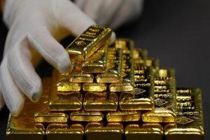 بعد الارتفاع.. الذهب ينخفض مع صعود الدولار الأمريكي والأسهم