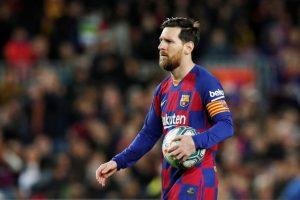 ميسي يتوصل إلى اتفاق مع نجوم برشلونة على تخفيض رواتبهم بسبب كورونا