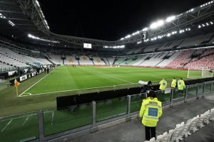 وزير الرياضة الإيطالي يقترح مد فترة تعليق النشاط الرياضي حتى نهاية أبريل المقبل