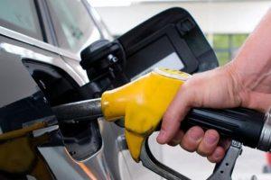 البترول توضح حقيقة.. أسعار الوقود المتداولة عبر مواقع التواصل الاجتماعي