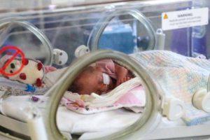 علماء يجيبون.. لماذا لا ينتقل كورونا من الأم المصابة للجنين إلا نادرًا؟
