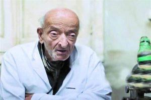 """السيرة الذاتية لـ """"طبيب الغلابة"""" محمد مشالي بعد نصف قرن من خدمة الفقراء"""